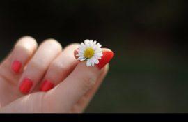 Волнистые ногти на руках