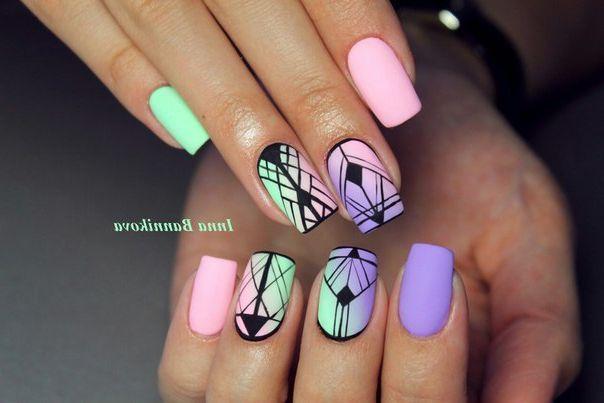 Черная абстракция на ярких ногтях