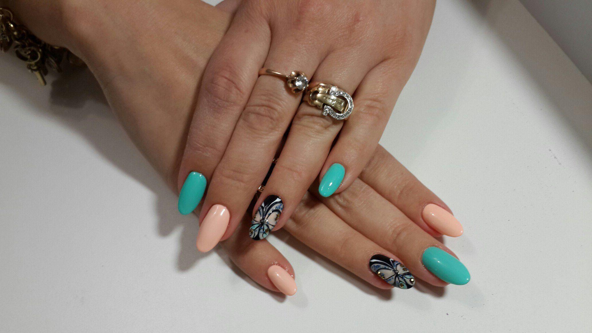 Бабочка на длинные ногти