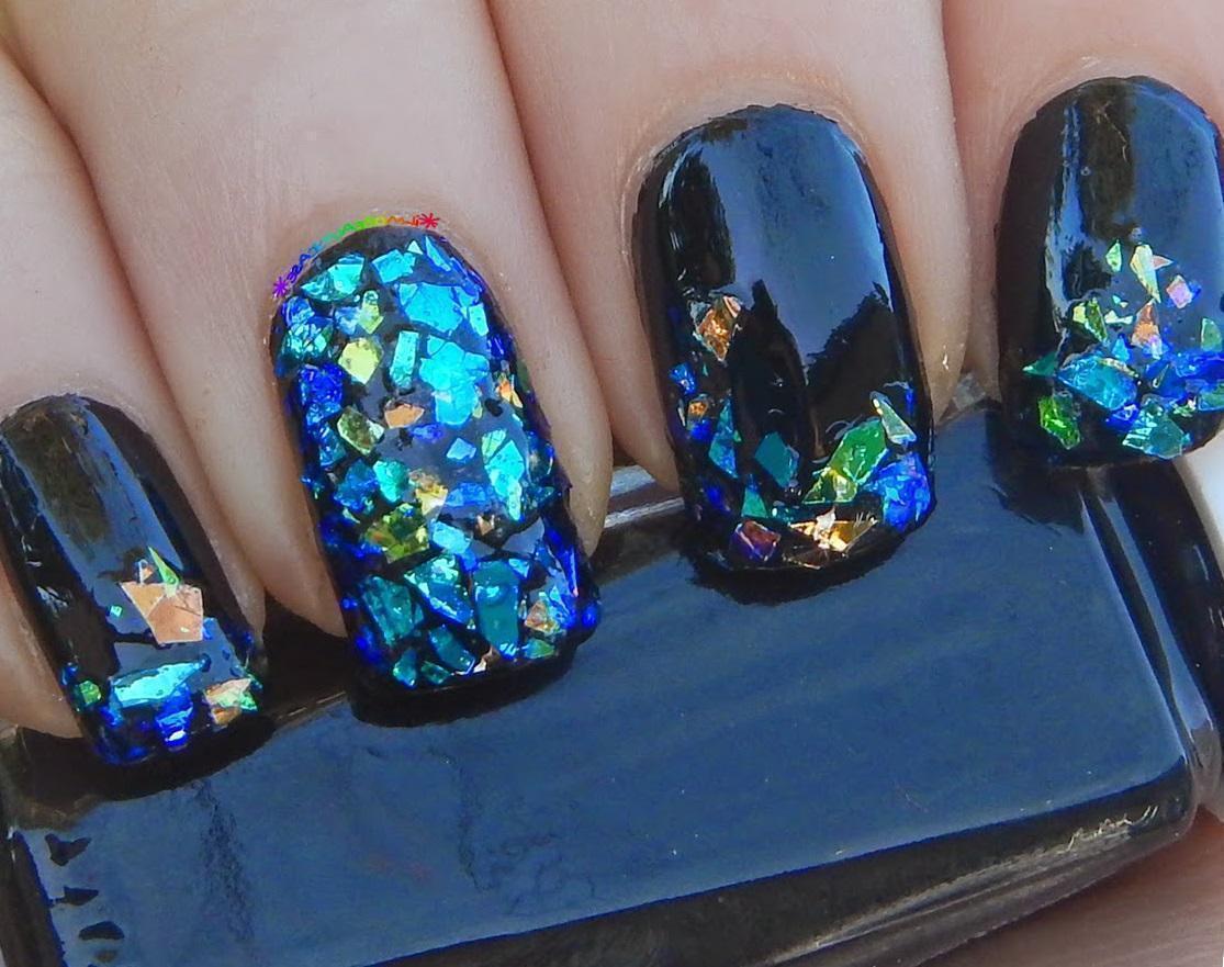 Стеклянные ногти: эффект «битое стекло»
