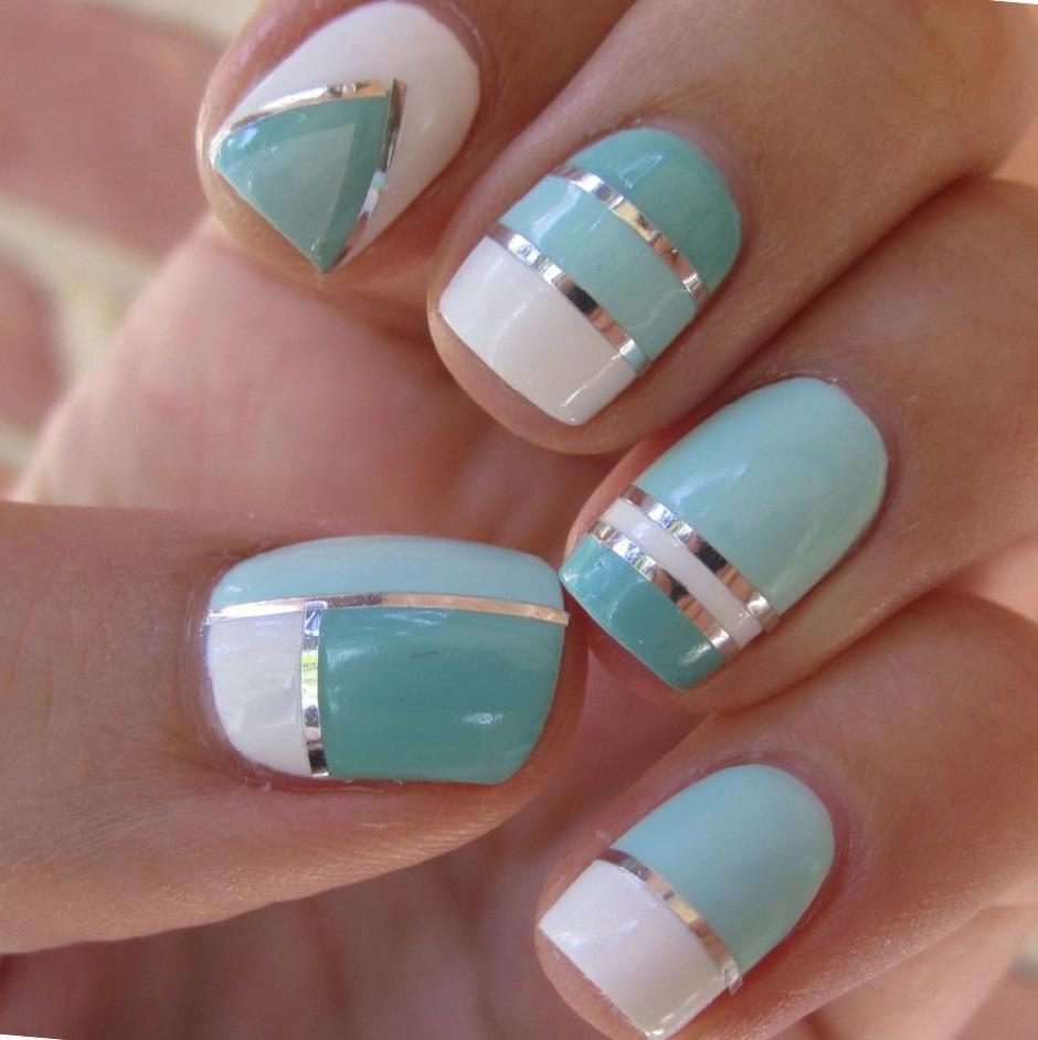 Маникюр с полосками и лентами на ногтях