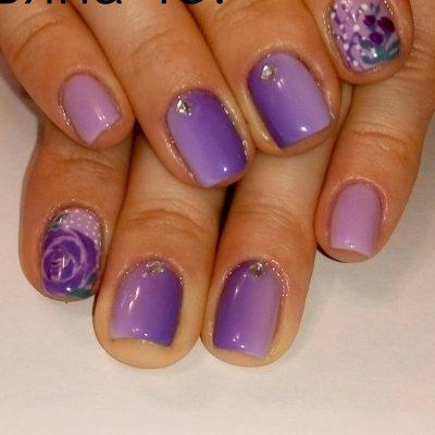 Вертикальное омбре в фиолетовом маникюре