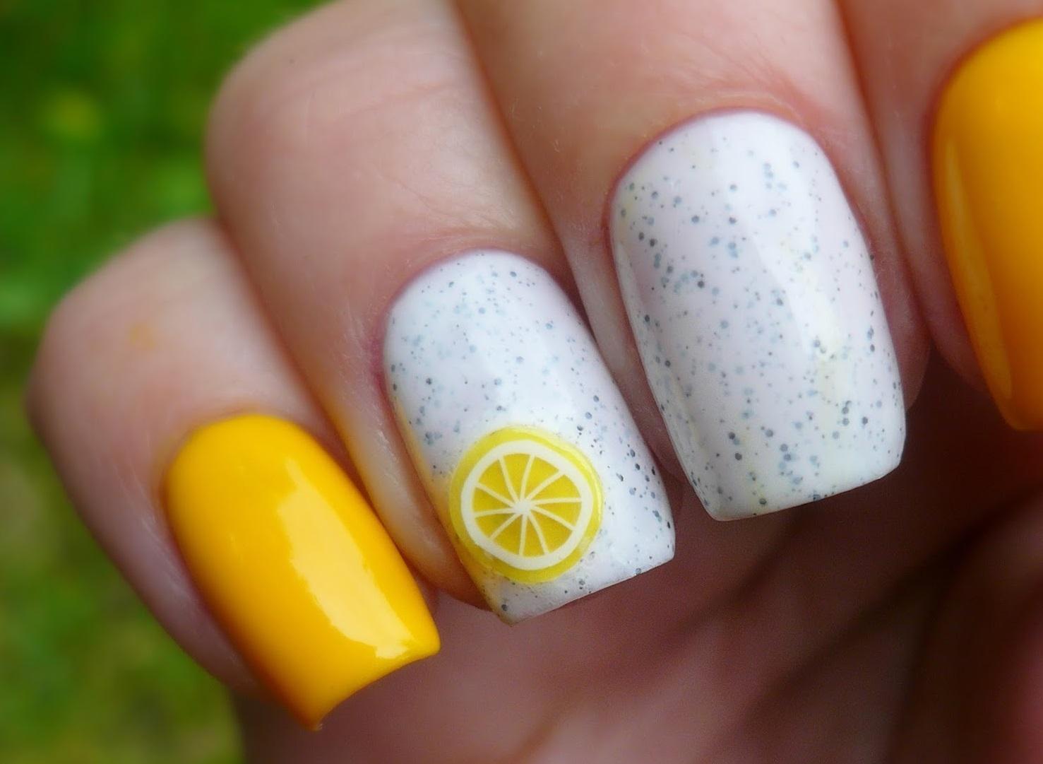 Летний лимонный маникюр