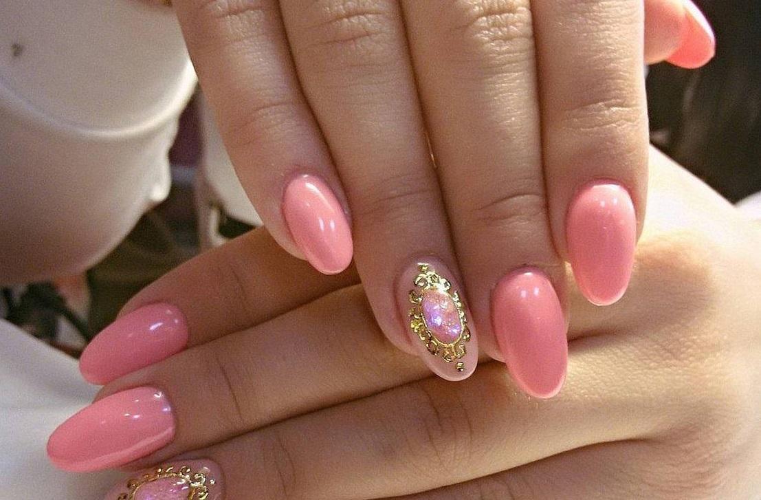 Розовый маникюр с литьем
