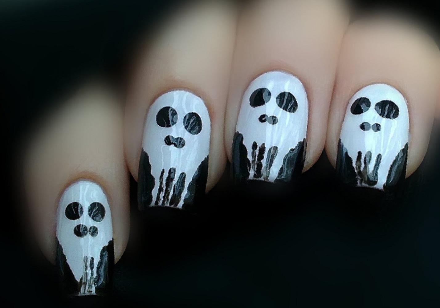 Простые черепа для Хэллоуин-маникюра