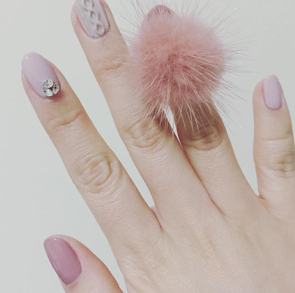 Пушистые ногти: нежность и оригинальность