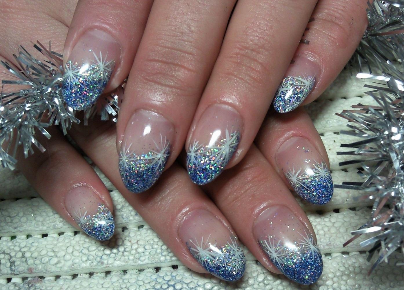 Маникюр «синее серебро»