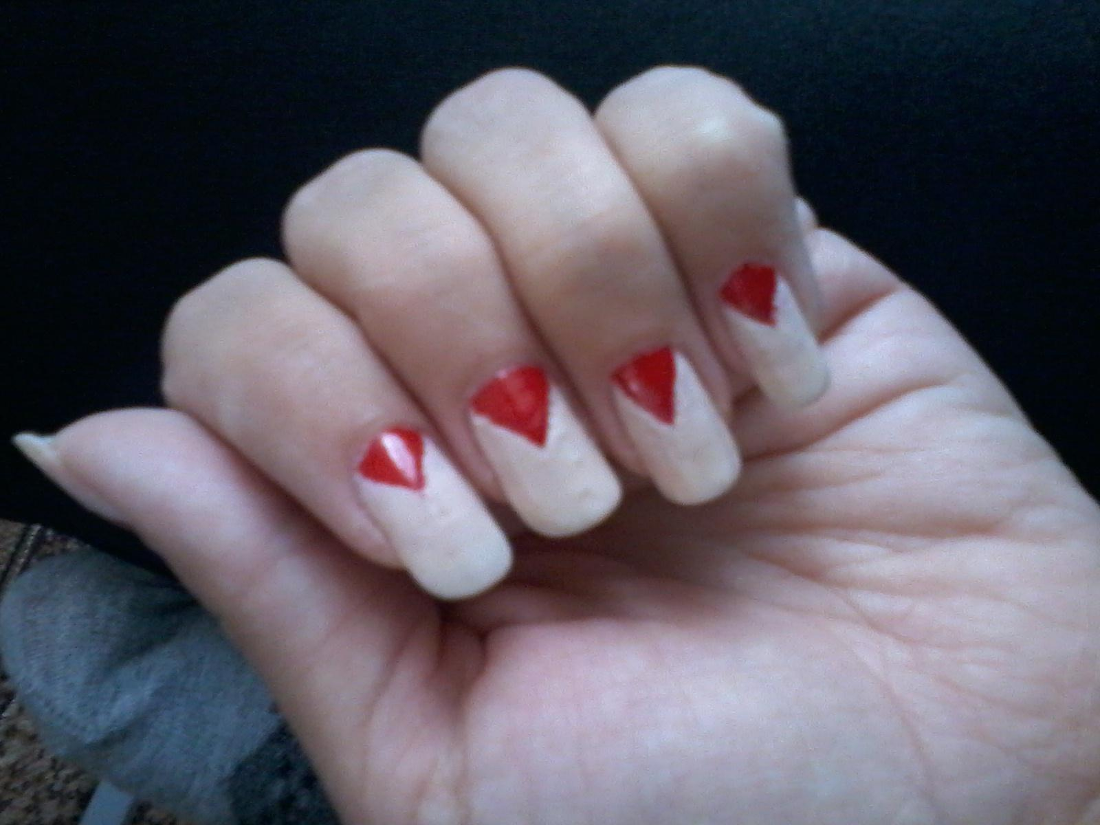 Красные треугольники в лунном френче