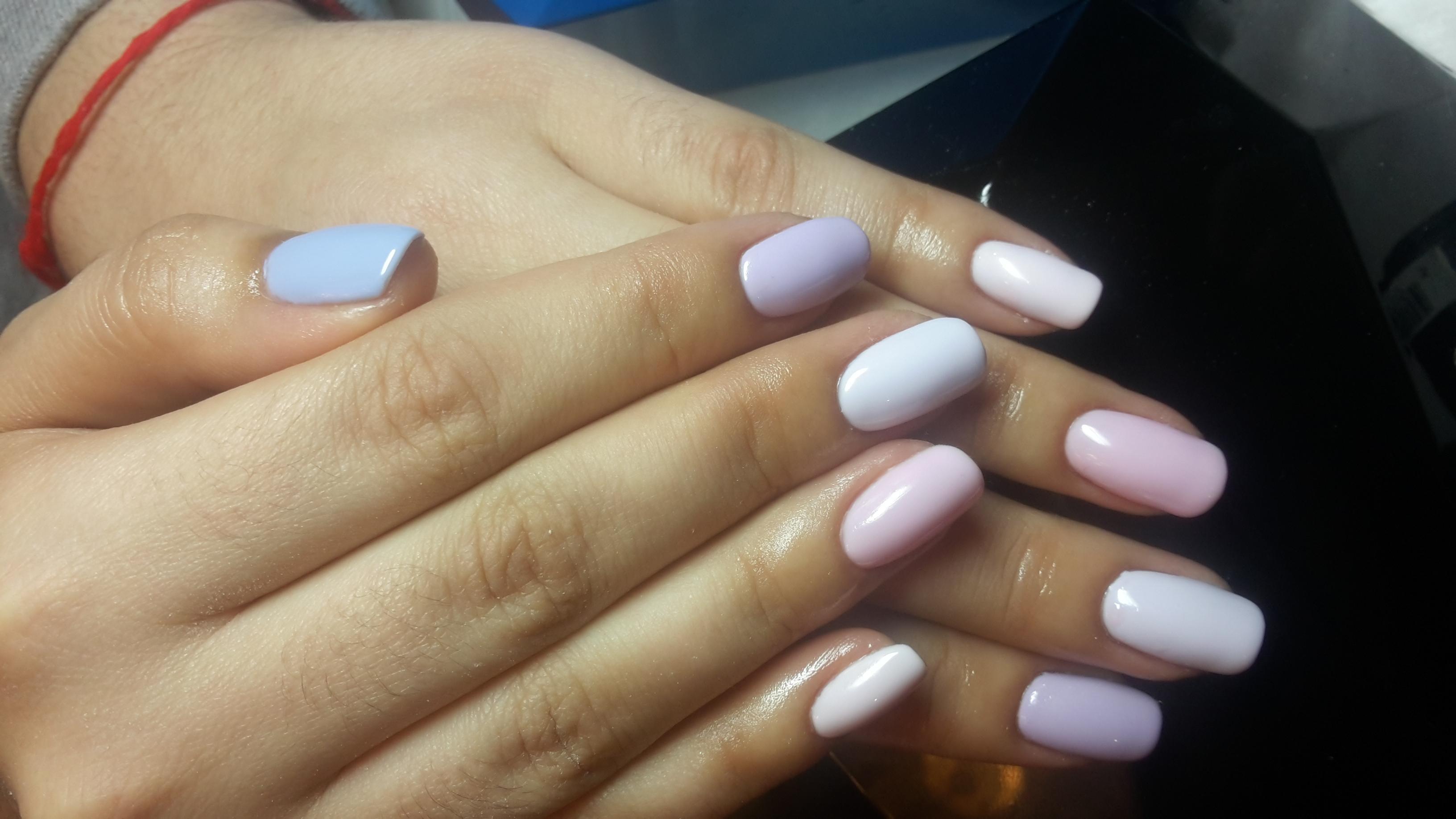 Омбре на ногтях: от розового до голубого