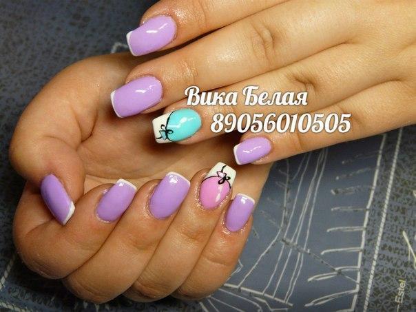 Веселый фиолетовый маникюр «с шариками»