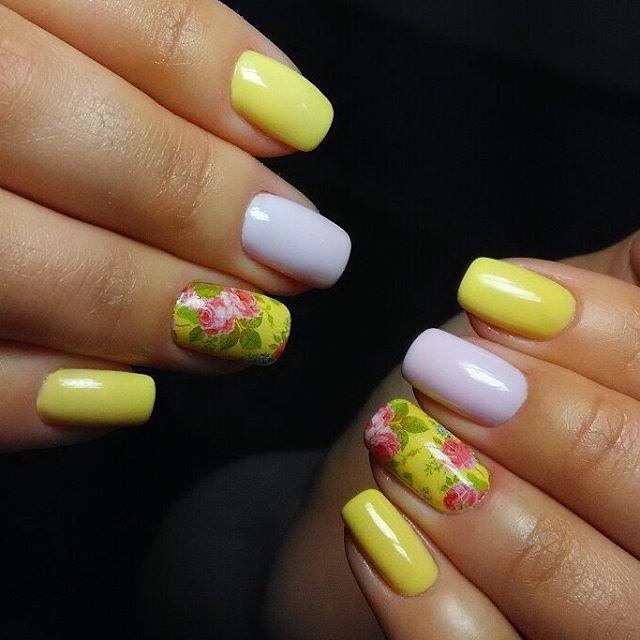 Нежные желтые ногти с цветами