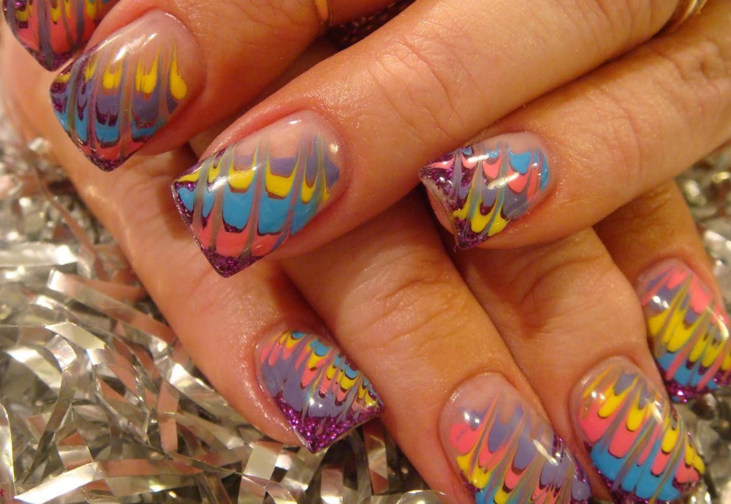 Радужный аквариумный дизайн ногтей