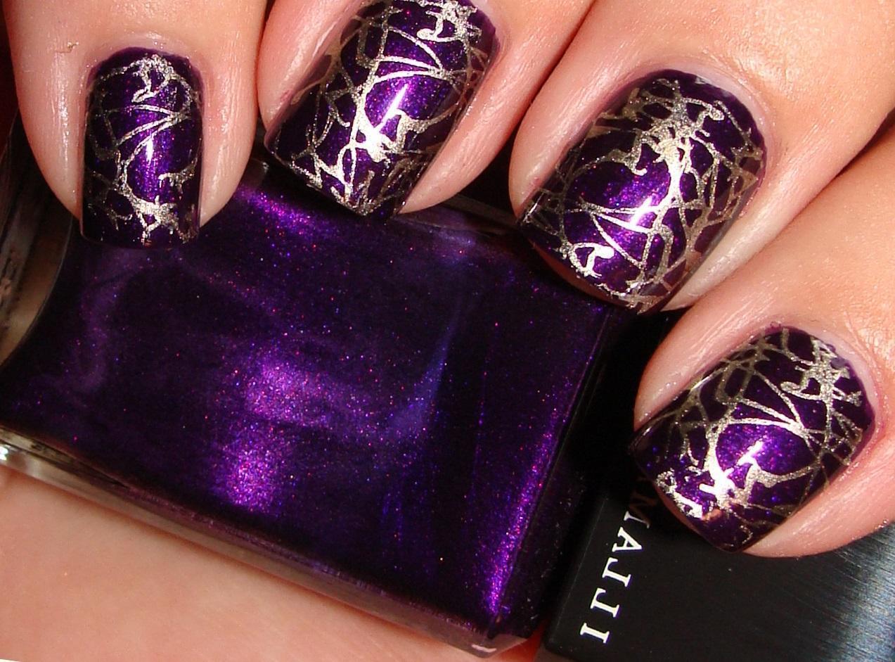 Праздничный фиолетовый «кракле»-маникюр