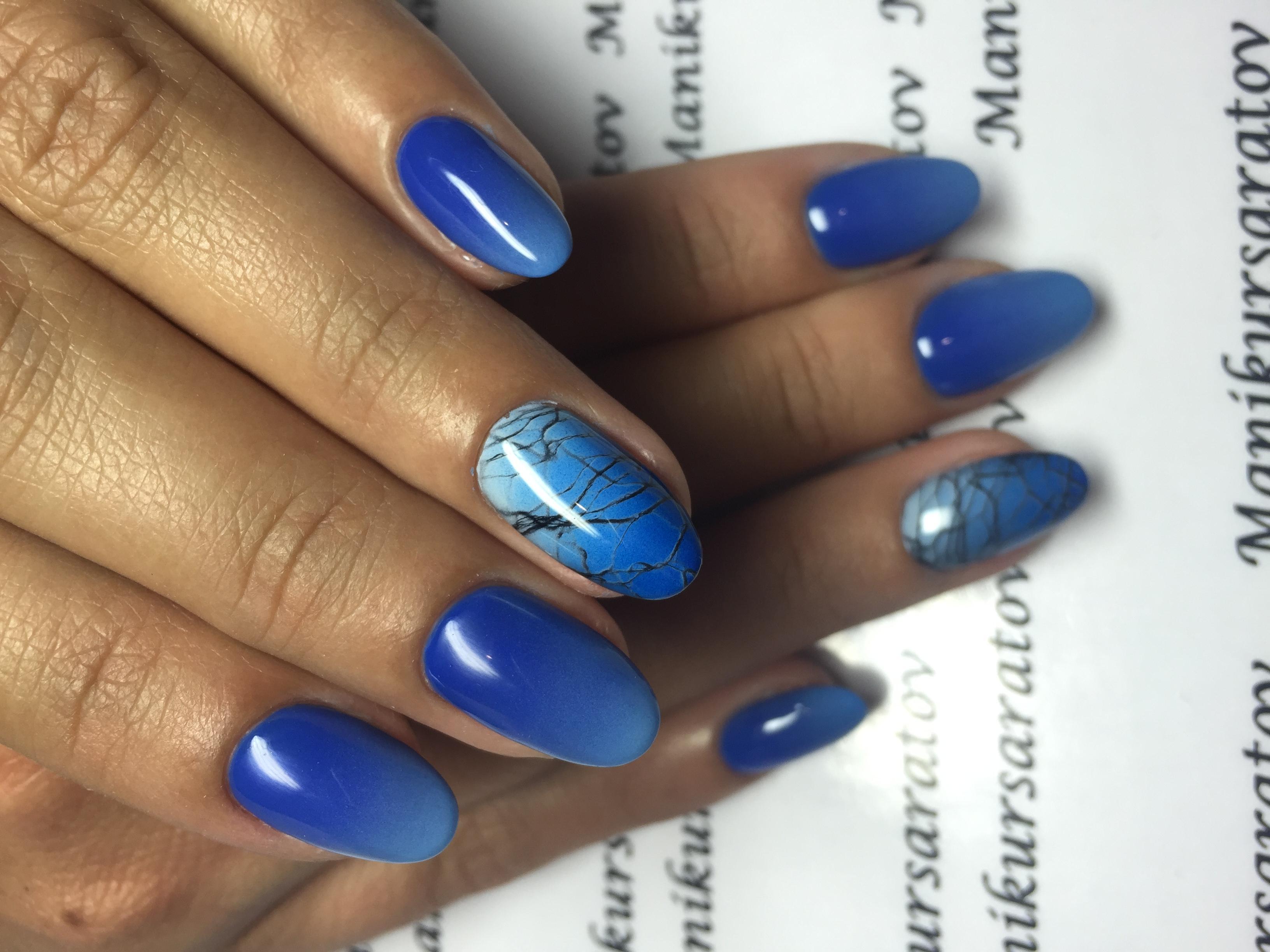 Небесно-синий омбре для длинных ногтей
