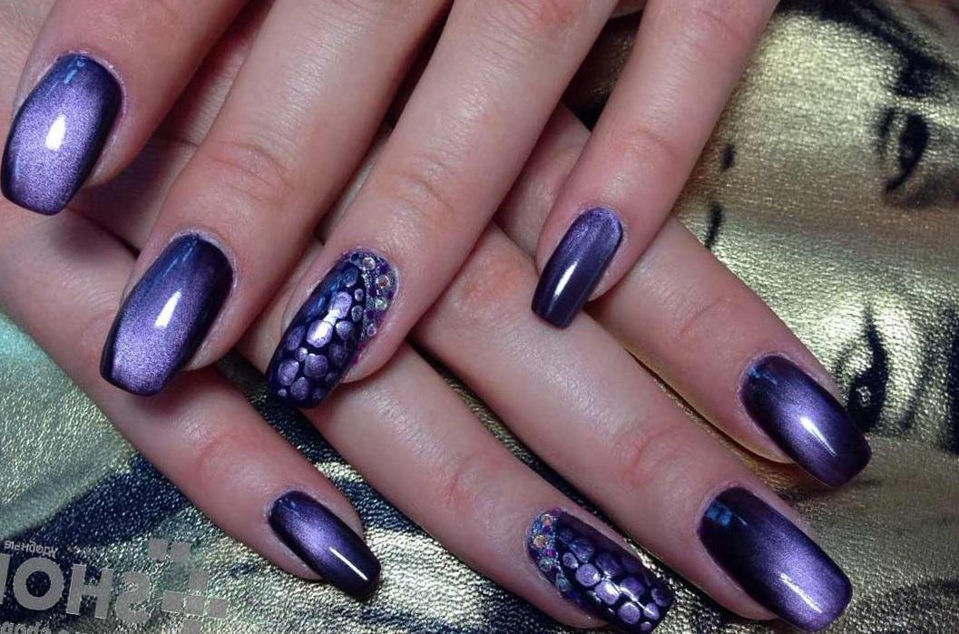 Синий магнитный маникюр на длинные ногти
