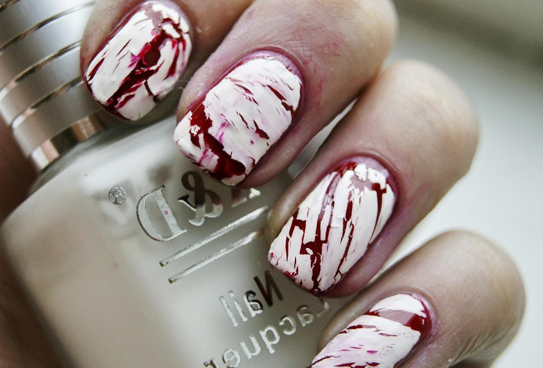«Кровавый» кракле-маникюр на Хэллоуин
