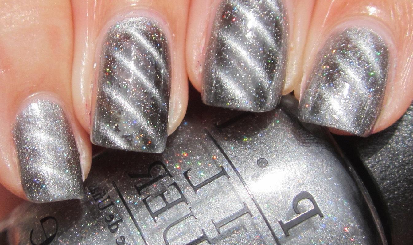Диагональный серый магнитный маникюр