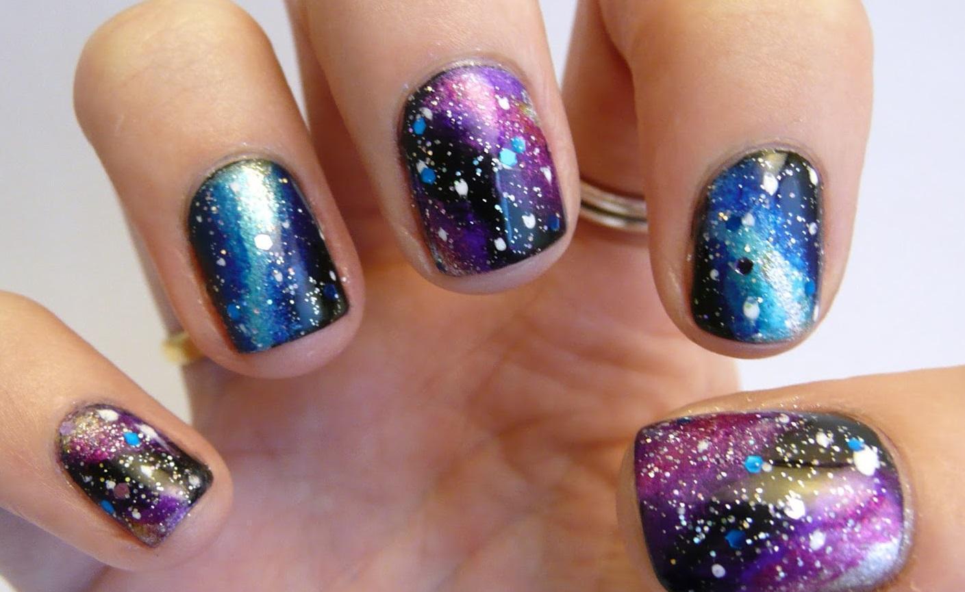 Галактический сине-фиолетовый маникюр