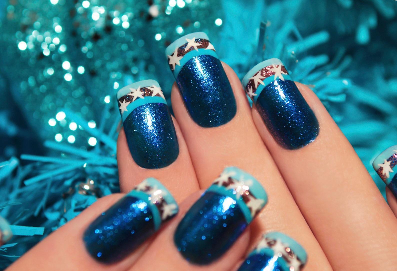 Синий новогодний маникюр со звездами