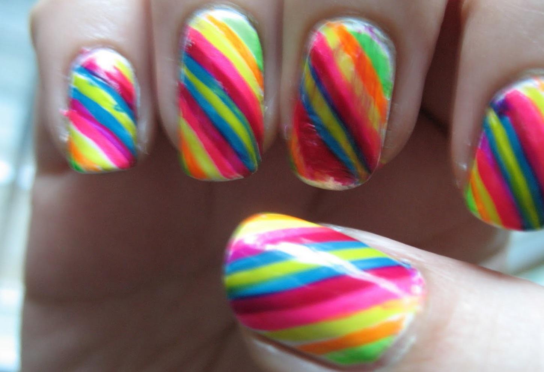 Полосатая радуга на ногтях