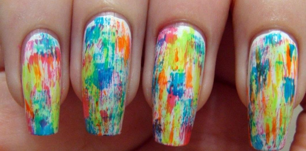 Радужная абстракция на длинных ногтях