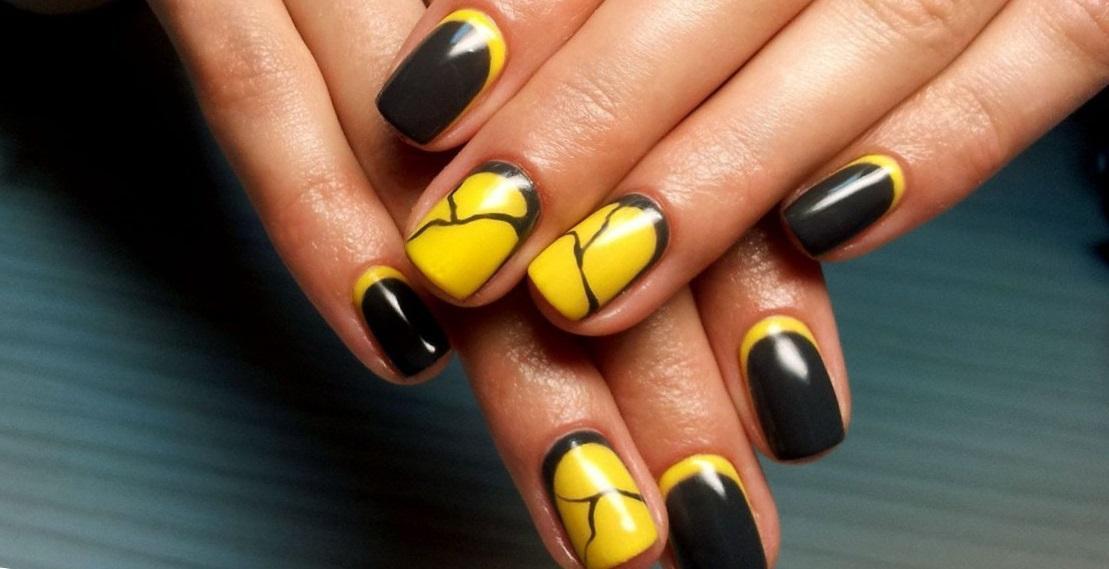 Желтый с черным маникюр