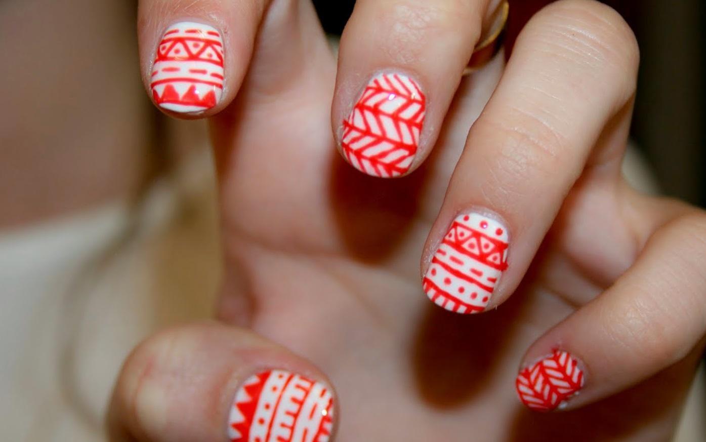 Геометрические орнаменты на ногтях