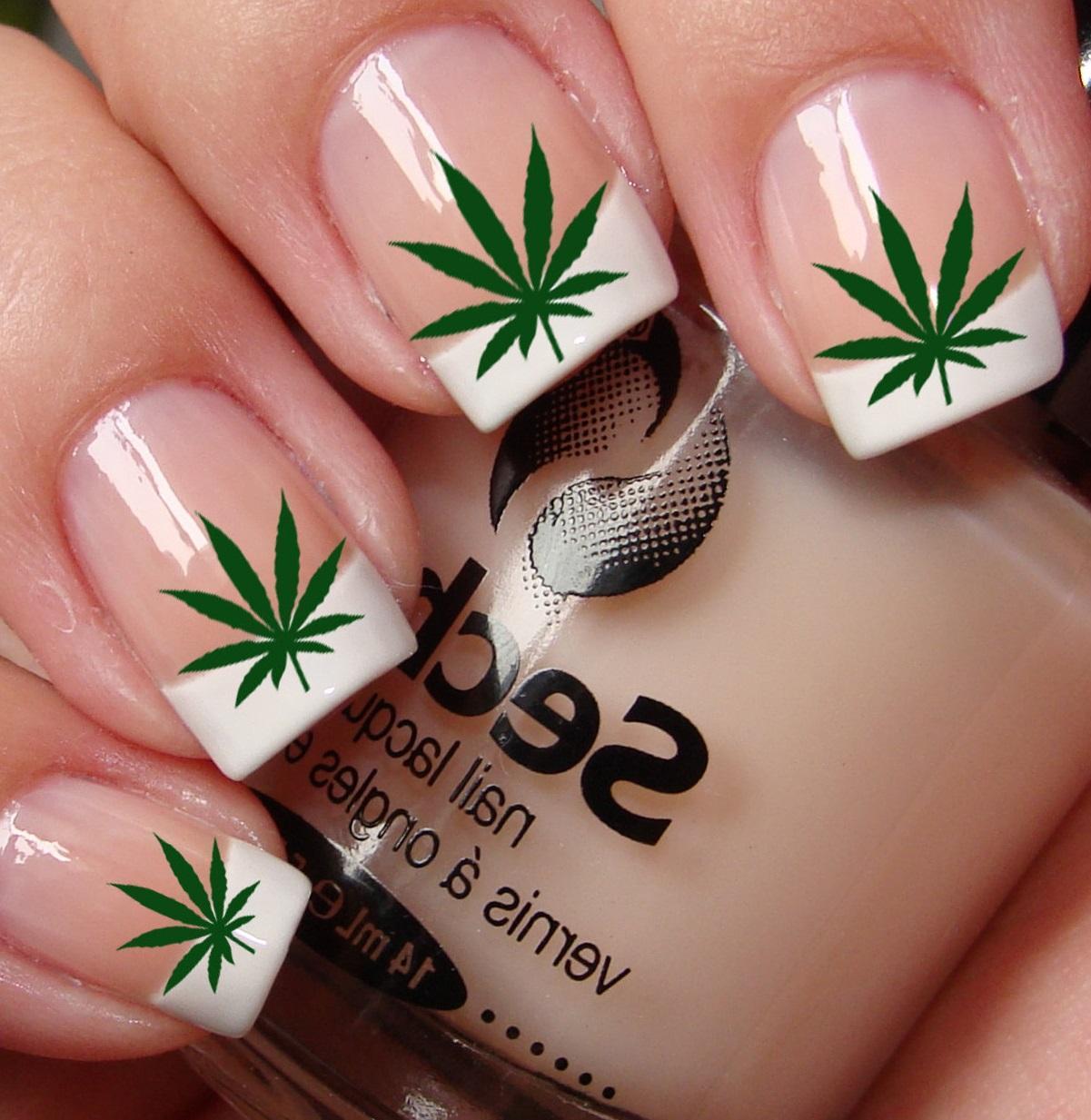 Весенняя зелень и френч на ногтях