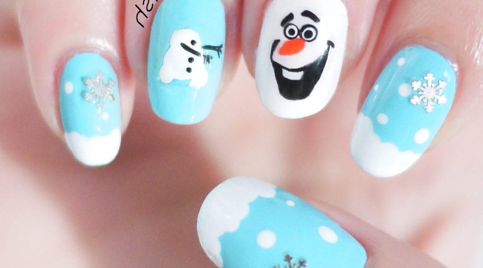 Зимний маникюр «снеговик»