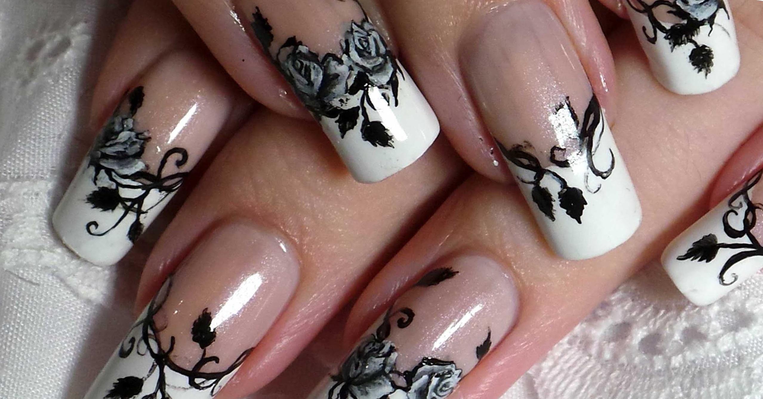 Черные узоры художественной nail-росписи