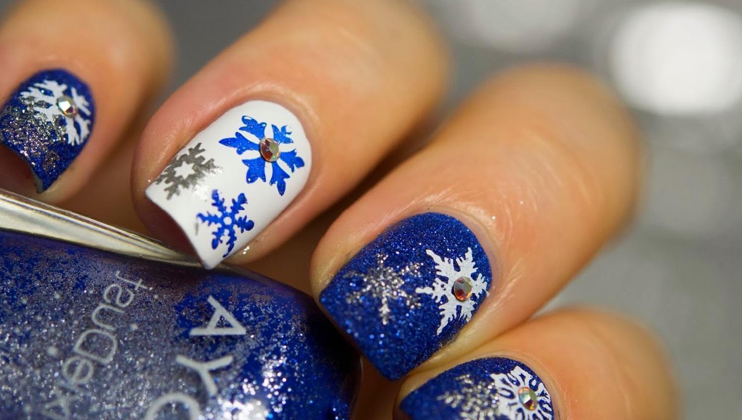Снежный маникюр для зимы