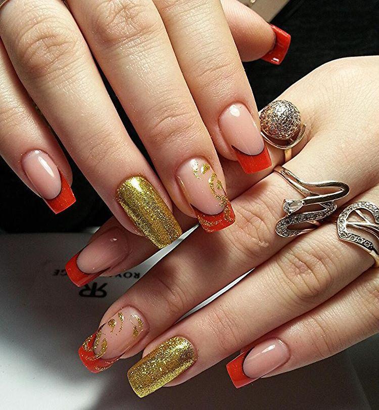 Красный френч с золотистыми блестящими ногтями
