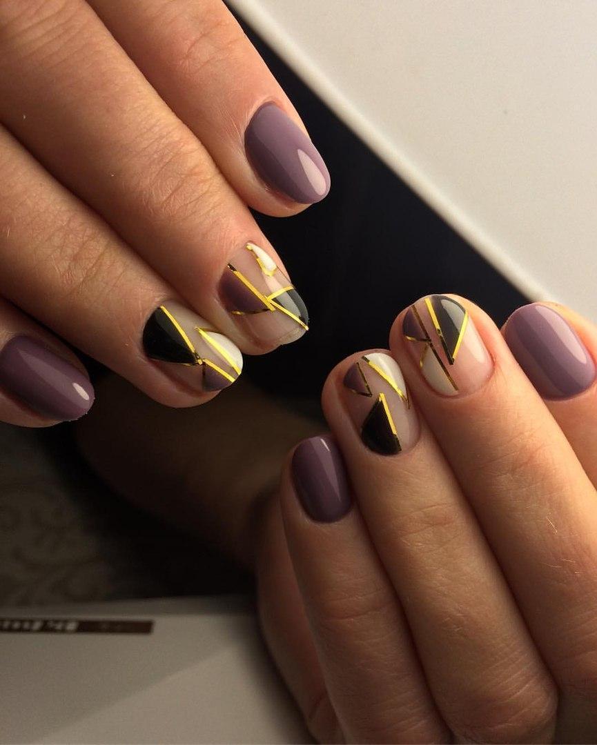 Интересные и стильные треугольники на ногтях