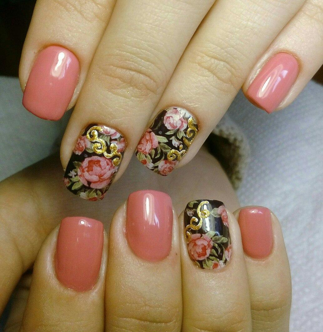 Слайдер-дизайн цветы с розовым гель-лаком