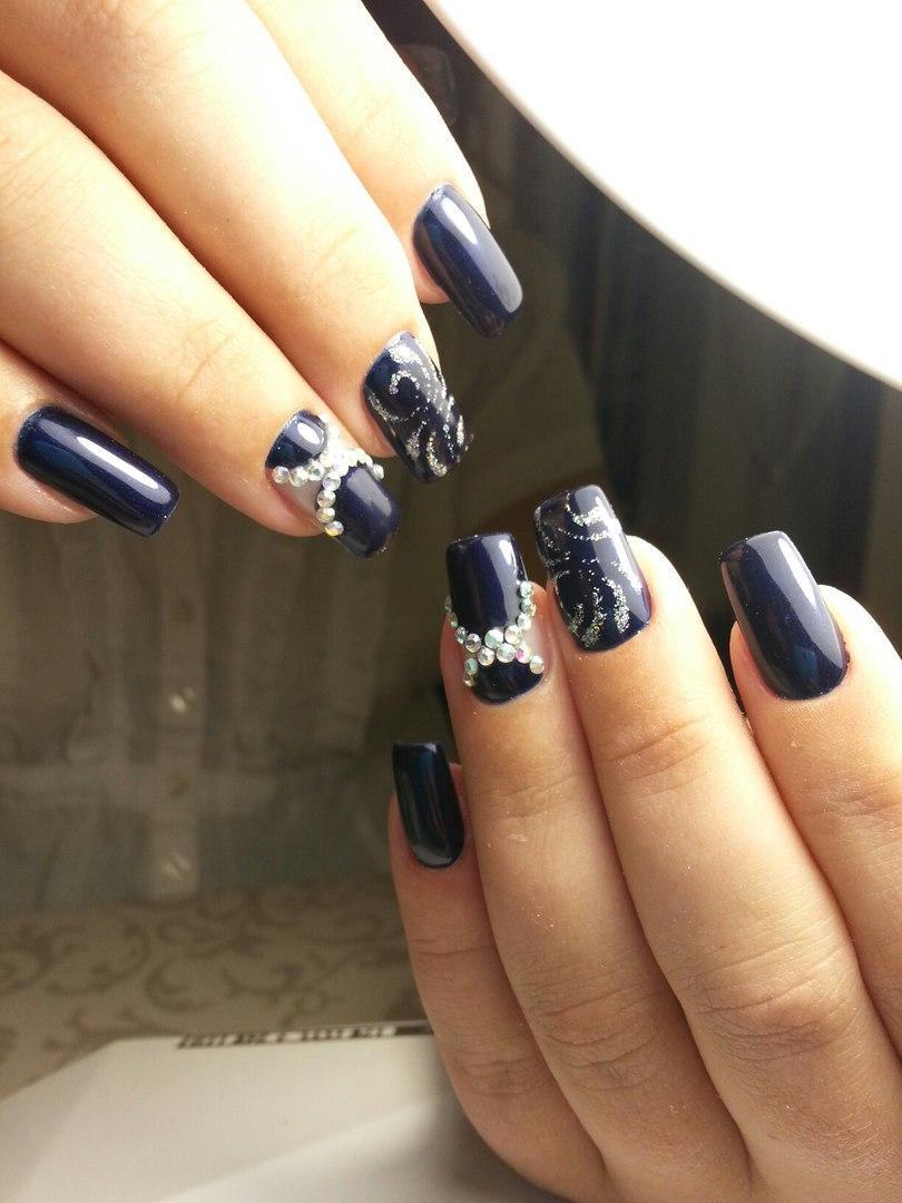 Красивые длинные ногти синего цвета