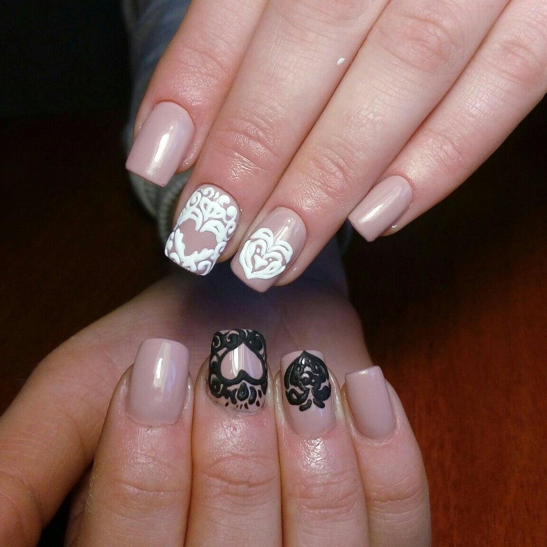 Бархатные сердечки на ногтях с узорами