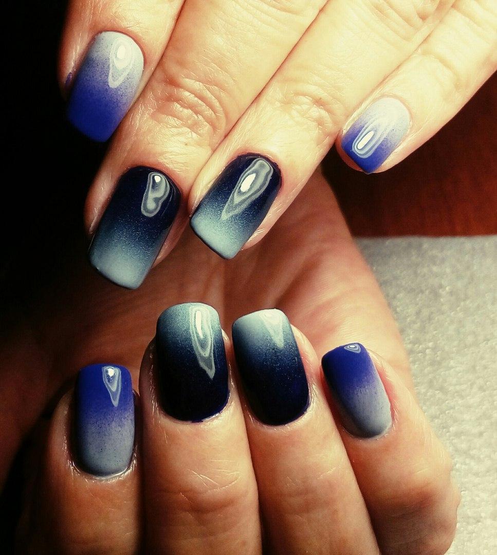 Красивое омбре сине-небесного цвета