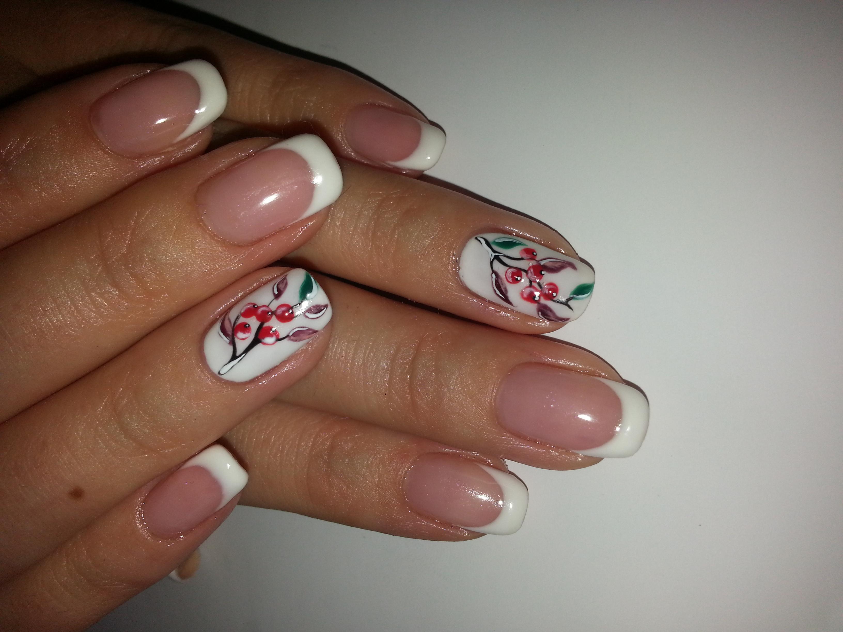 Осенние узоры и френч на ногтях