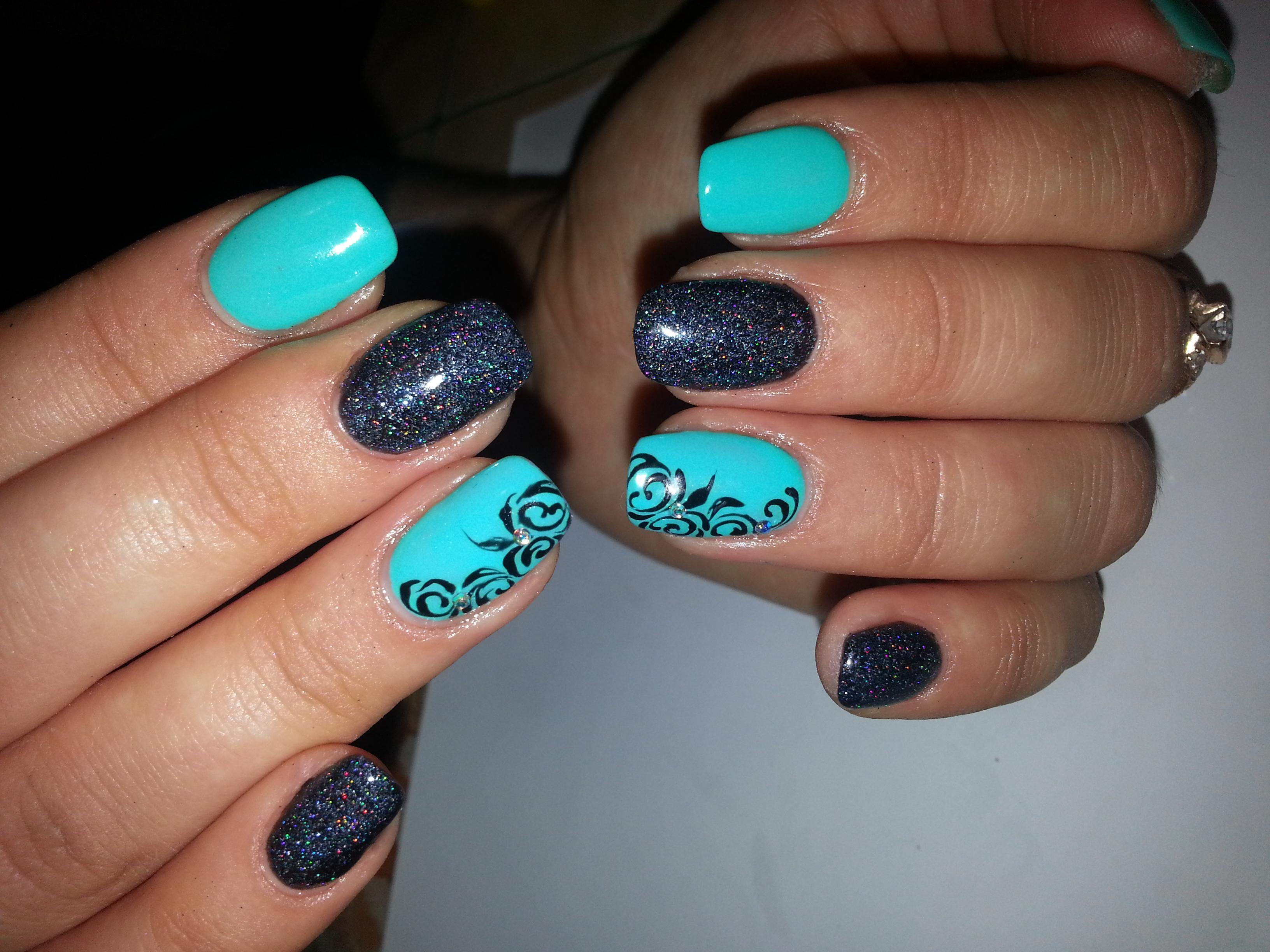Бирюзовый лак на ногтях с рисунком фото