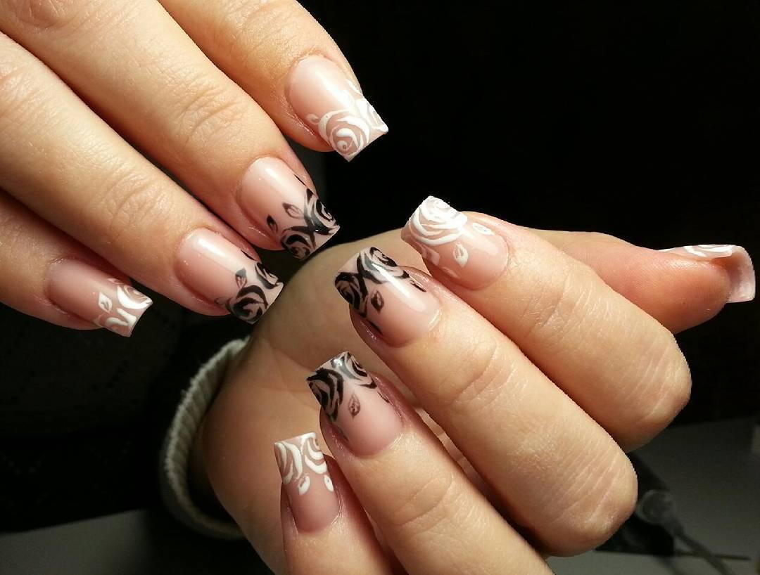 Длинные наращенные ногти с розочками