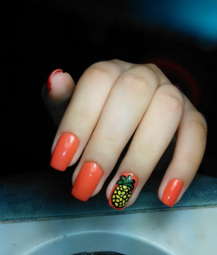 Сочный ананас на оранжевых ногтях