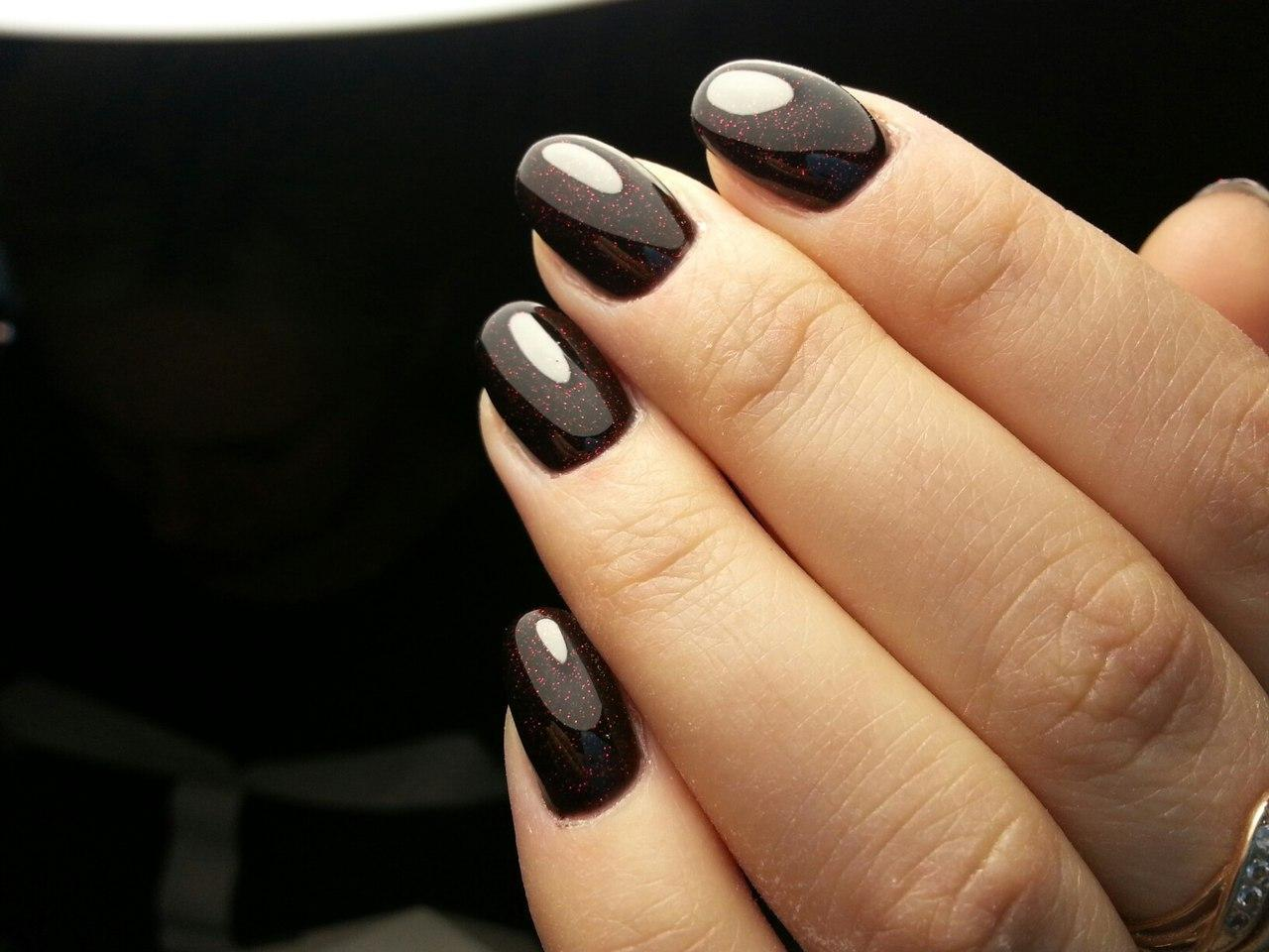 Дивный черный гель-лак с блестками