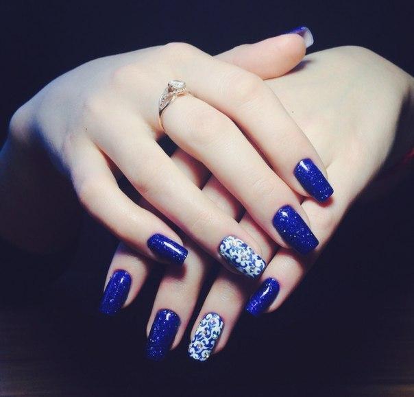 Красивая роспись на синем шеллаке