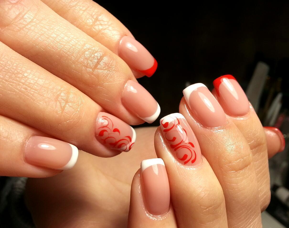 Красный и белый френч с узорами