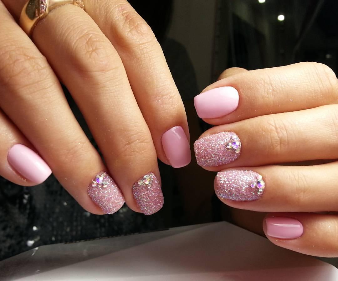 Сахарные ногти розового цвета