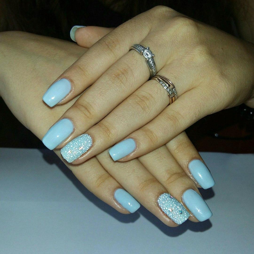 Капельки росы на ногтях
