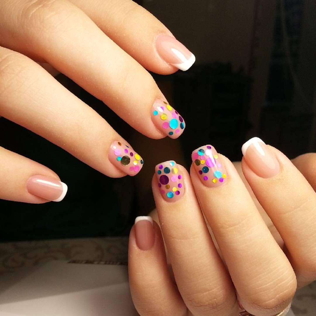 Кружочки на ногтях маникюр