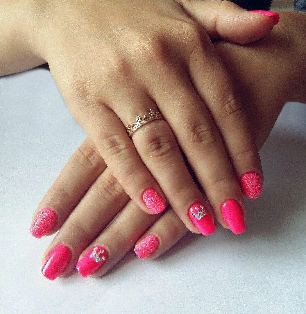 Сахарные розовые ногти