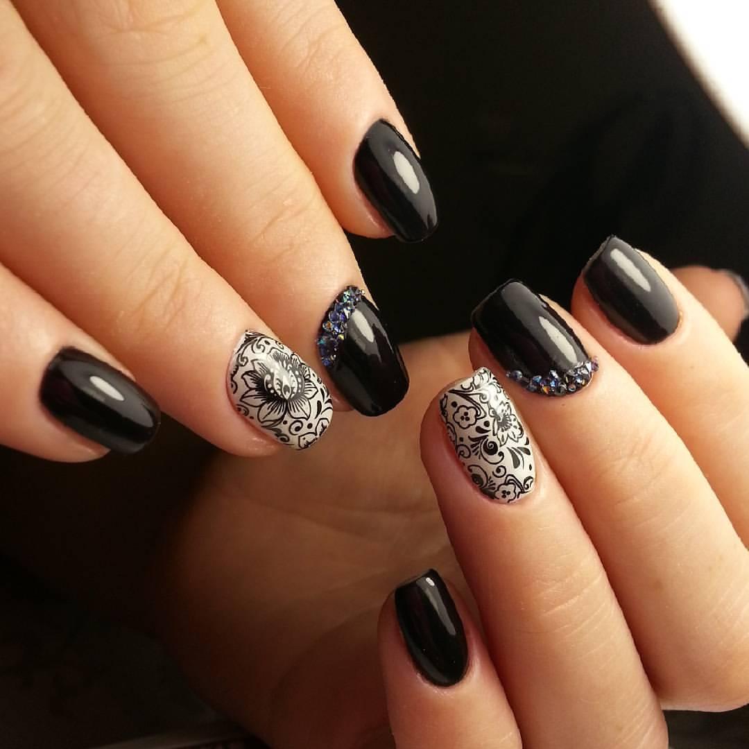 Черный слайдер-дизайн на ногтях