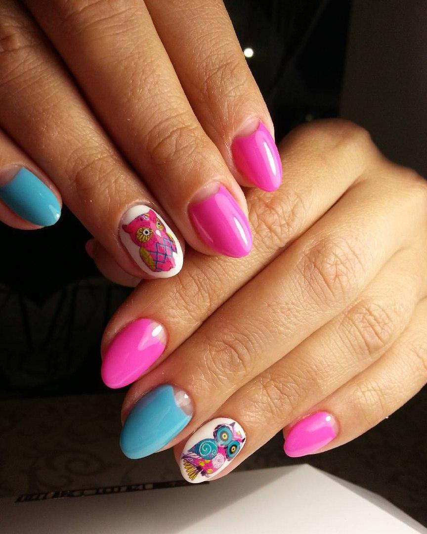 Лунный френч на разноцветных ногтях